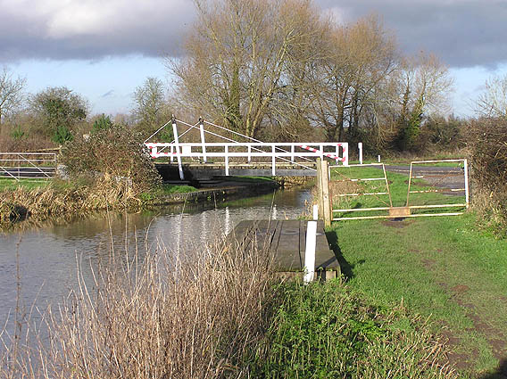 Lifting bridge over the canal, North Newton