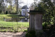 Ionic temple, obelisk and canine memorial, Chiswick House