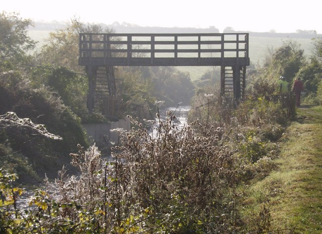 New footbridge on Wendover Arm