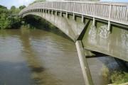 River Thames: Summerleaze Bridge