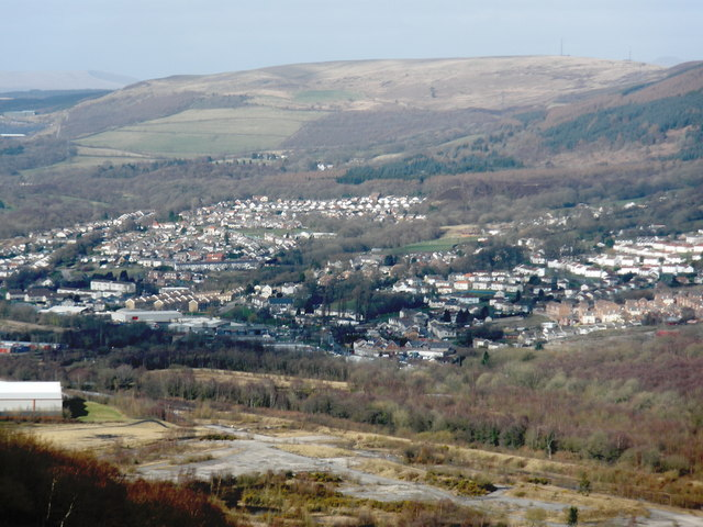 Cwmbach, viewed from the south, above Abercwmboi
