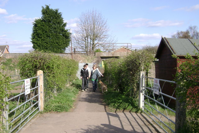 Footpath leading to Old Milverton Road near Leamington Spa