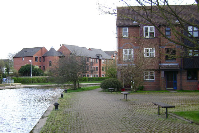 The Moorings, Myton Road, Warwick, seen from Howard Walk