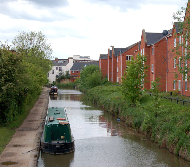 Grand Union Canal looking east from bridge 41