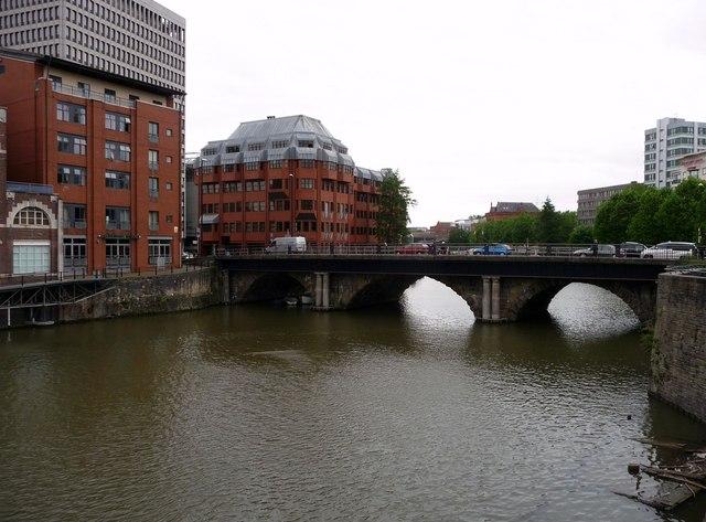 Bristol : Victoria Street Bridge & Floating Harbour