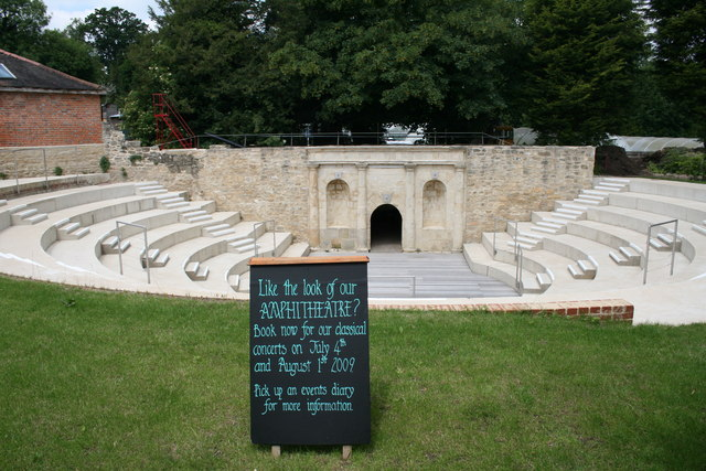 Amphitheatre at Waterperry garden centre