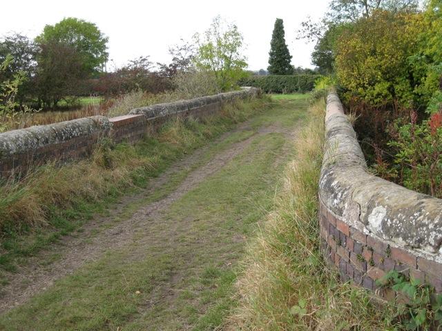 Farm track crosses the railway, Old Milverton