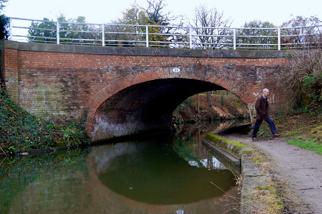 Looking west at bridge 35, Grand Union Canal