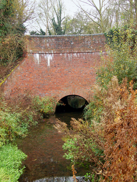 Small aqueduct carrying Grand Union Canal (2)