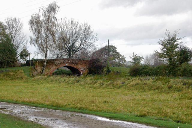 Bridge 45 in the rain, Grand Union Canal