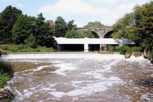 Bridges and weir, River Leam, Edmondscote