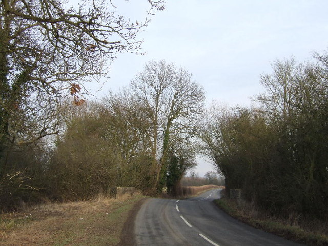 Waterperry to Worminghall road crosses brook from Waterperry Common